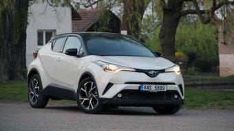 Toyota C-HR Hybrid - odvážná cesta (TEST)